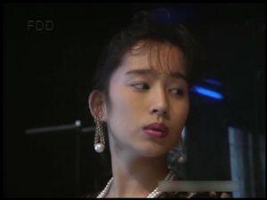 【無修正】懐かしき美巨乳アイドル舞坂ゆいちゃん。ランジェリーショップの店員扮する彼女は、男の命令を何でも聞く従順肉人形。